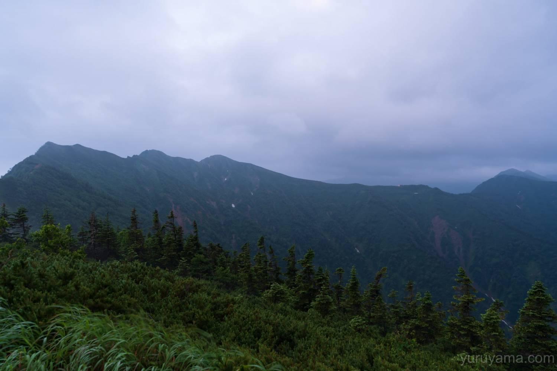 冷池山荘から見る爺ヶ岳と種池山荘
