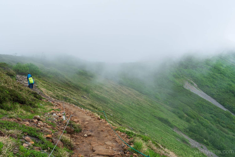 爺ヶ岳に続く稜線