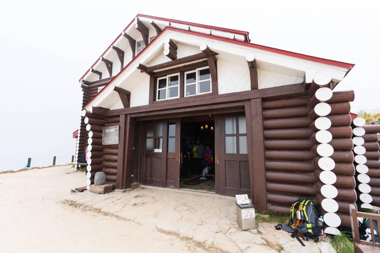 燕山荘の玄関