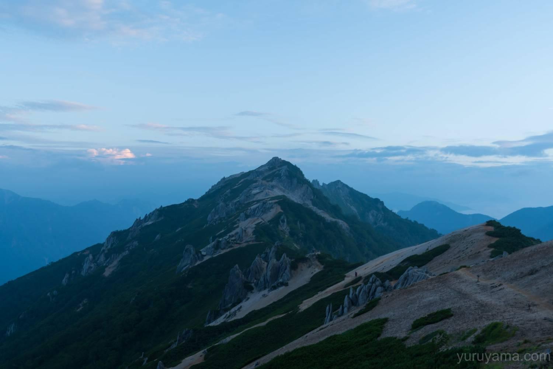 ブルーアワーの燕岳