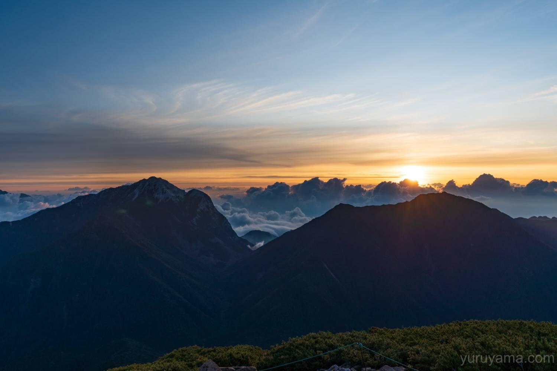 小仙丈ヶ岳から見た日の出
