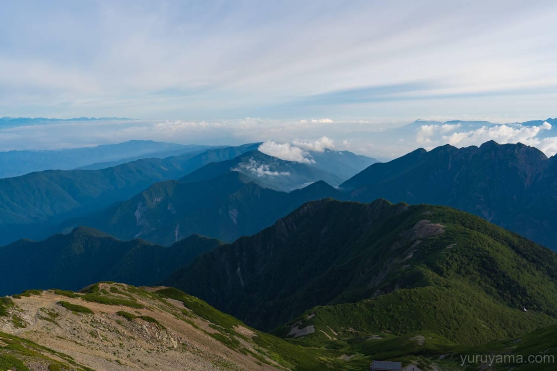 仙丈ヶ岳から鋸岳方面の展望