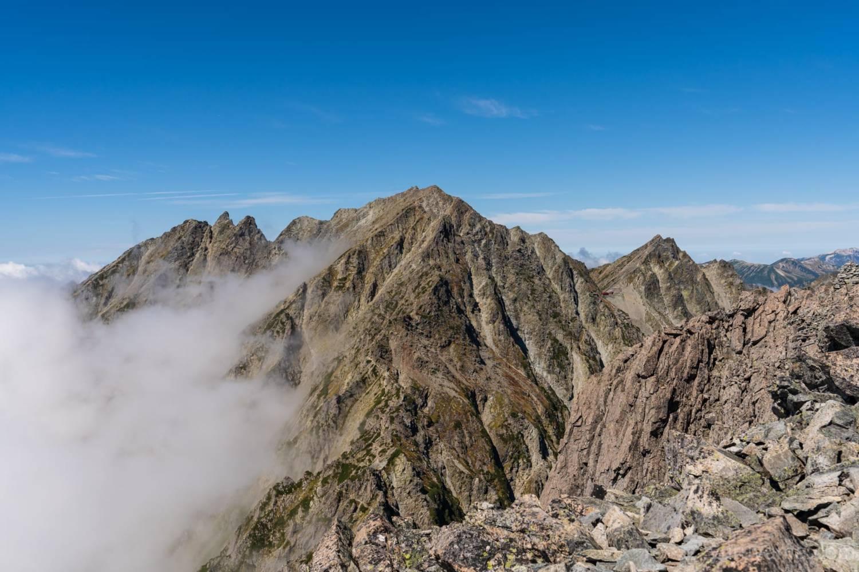 前穂高岳から見る奥穂高岳