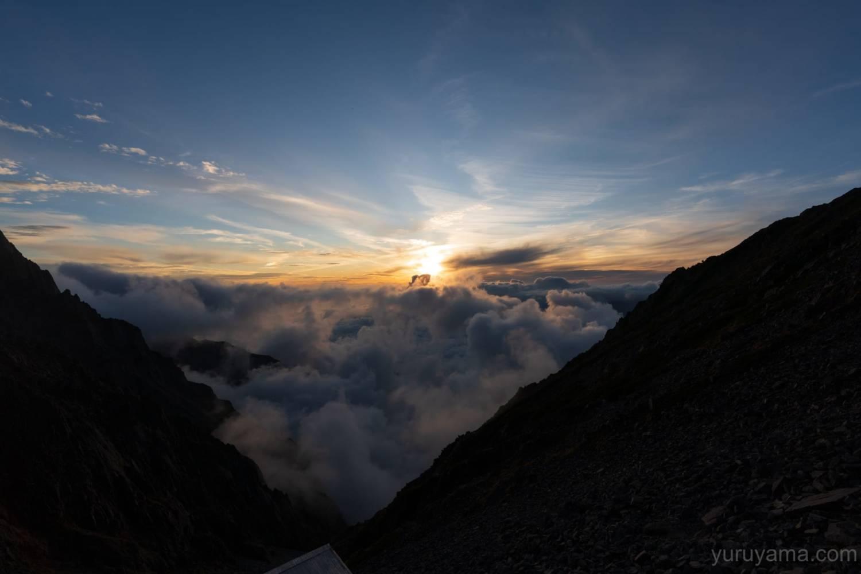 穂高岳山荘のテント場から見る夕焼け