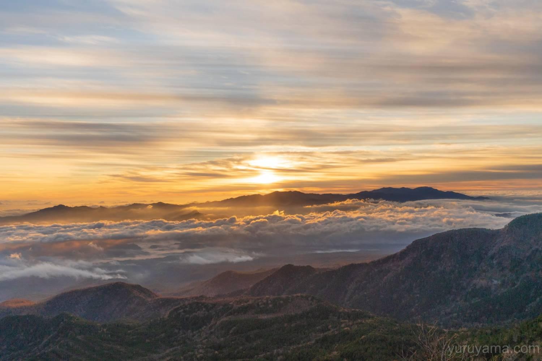 朝焼けに染まる雲海