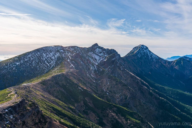 硫黄岳から見る横岳と赤岳