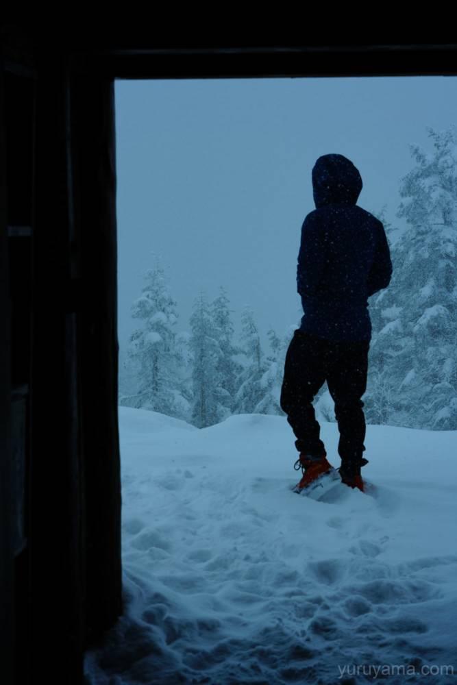 西穂山荘玄関前の登山者