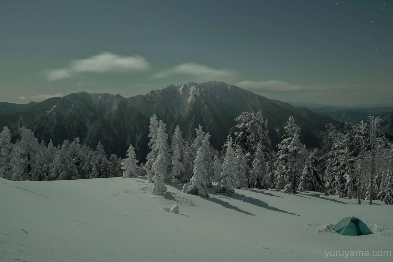 西穂山荘付近からの六百山とテントの画像