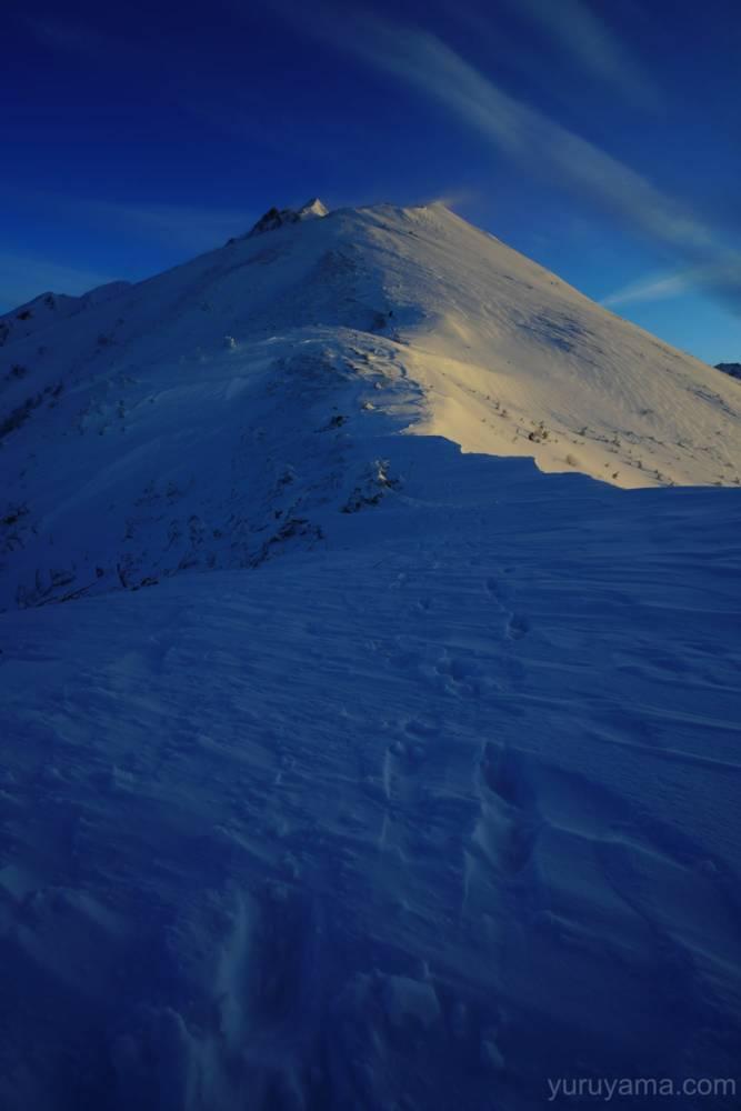 西穂丸山から西穂高岳に続く稜線の画像