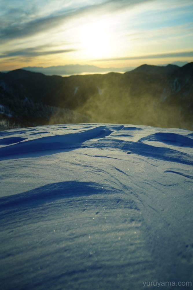 西穂丸山で煌めく雪の画像