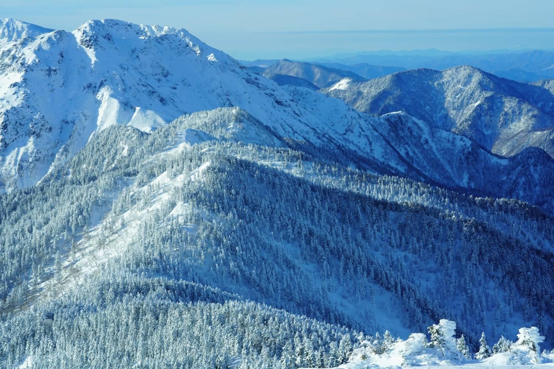 冬の西穂丸山からみた焼岳の画像