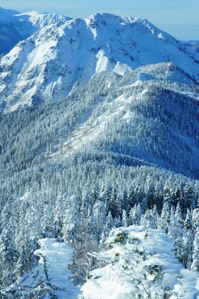 西穂丸山から見た焼岳へ続く登山道の画像