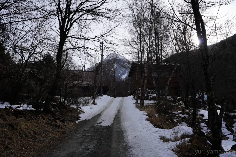 道中で見える阿弥陀岳