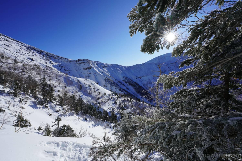 硫黄岳登山道から見える横岳