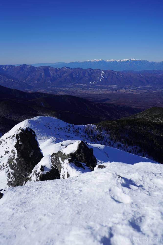 硫黄岳から見える白く染まった北アルプス