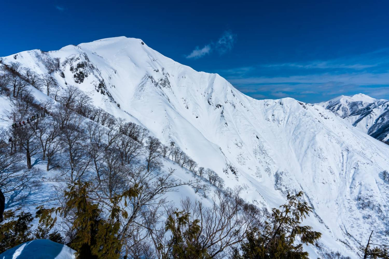 天神尾根から見る谷川岳の画像