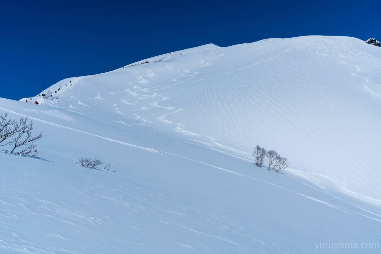 雪山らしい谷川岳の画像