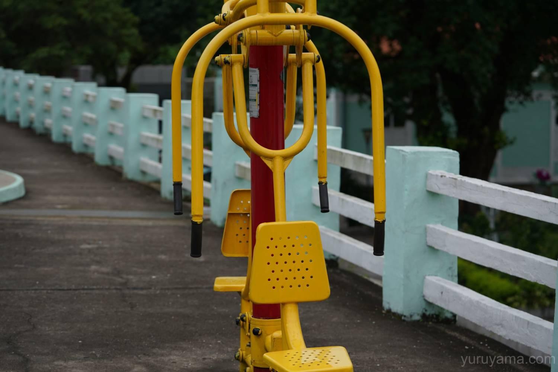 マカオの公園にある遊具の画像