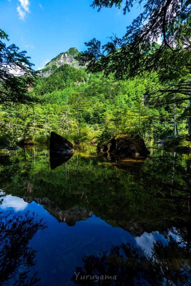 明神池に反射する明神岳
