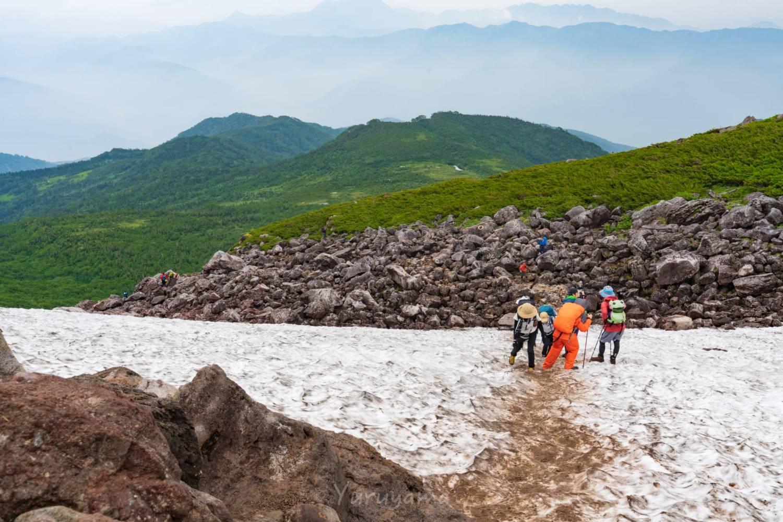 天狗原と乗鞍岳の間にある万年雪