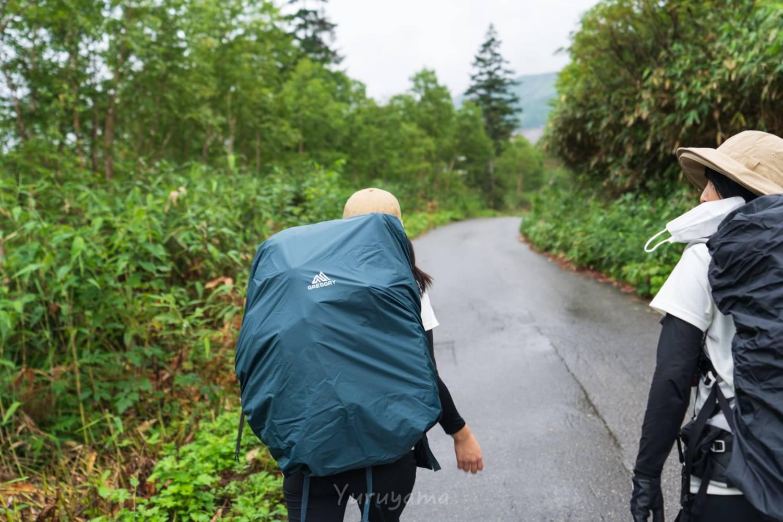 栂池山荘への舗装道