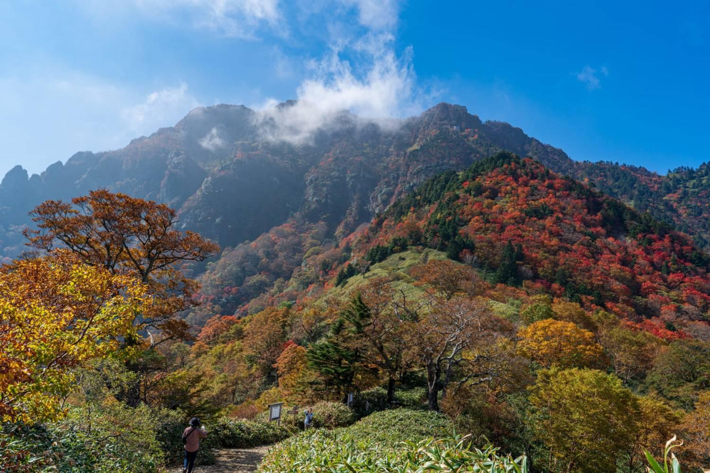 夜明峠から見た石鎚山の画像