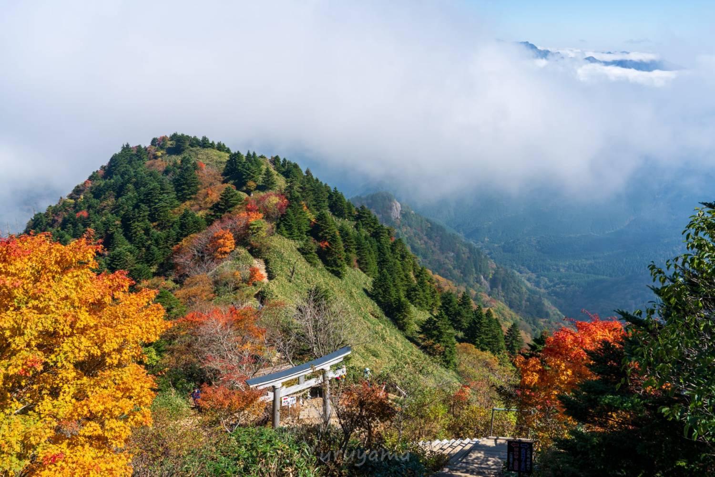 ニノ鎖元小屋から眺める紅葉の画像