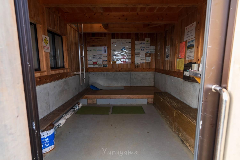 ニノ鎖元小屋の休憩所の画像