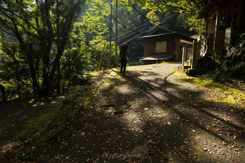 石槌山ロープウェイまでに至る道の画像