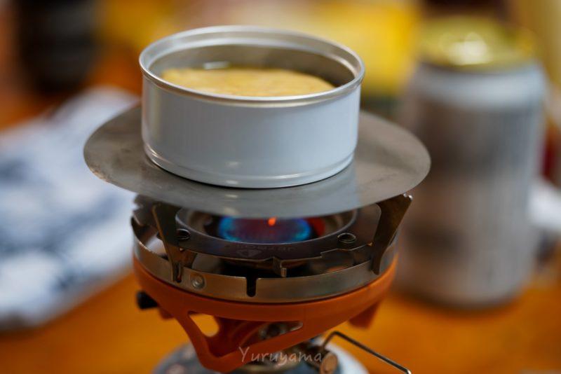 おつまみ缶詰brewをバーナーで温める