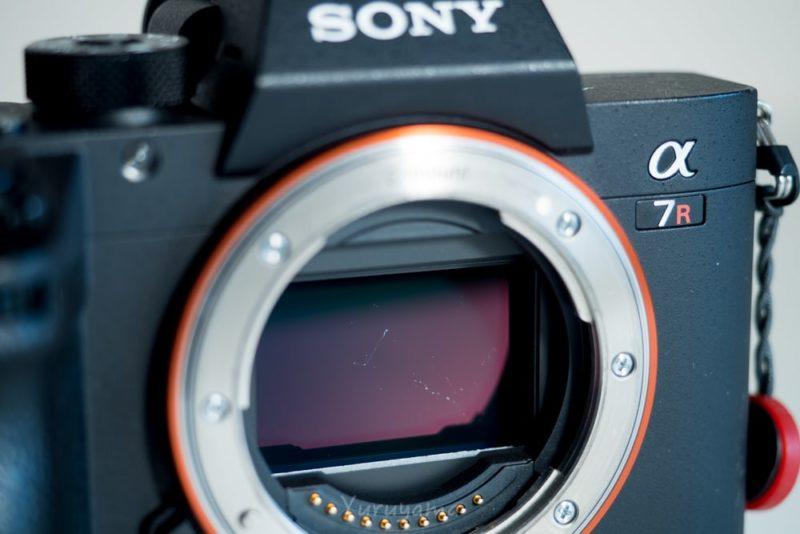 カメラのセンサーに付着した汚れ