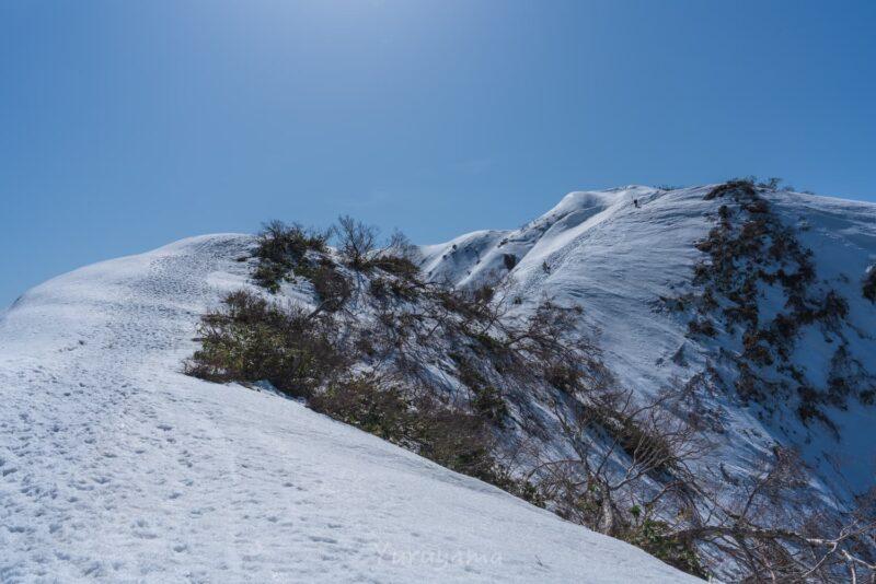 荒島岳へ続く稜線