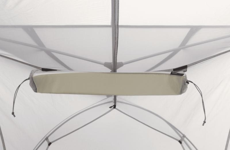 テント設営後のスタッフバッグがライトバーになる