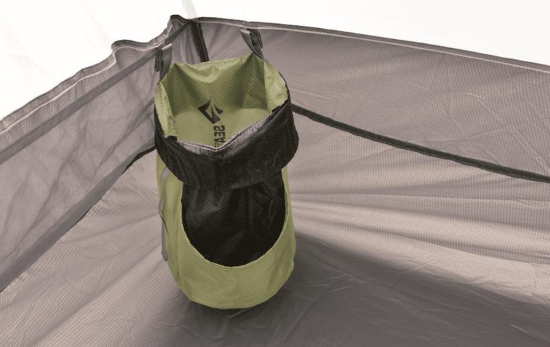 テント設営後のスタッフバッグは小物入れになる