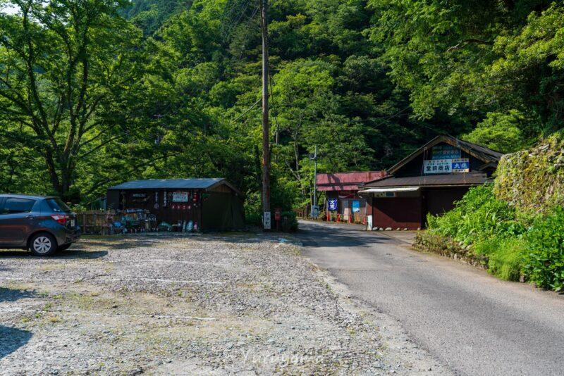 瓶ヶ森の登山口西之川のバス停