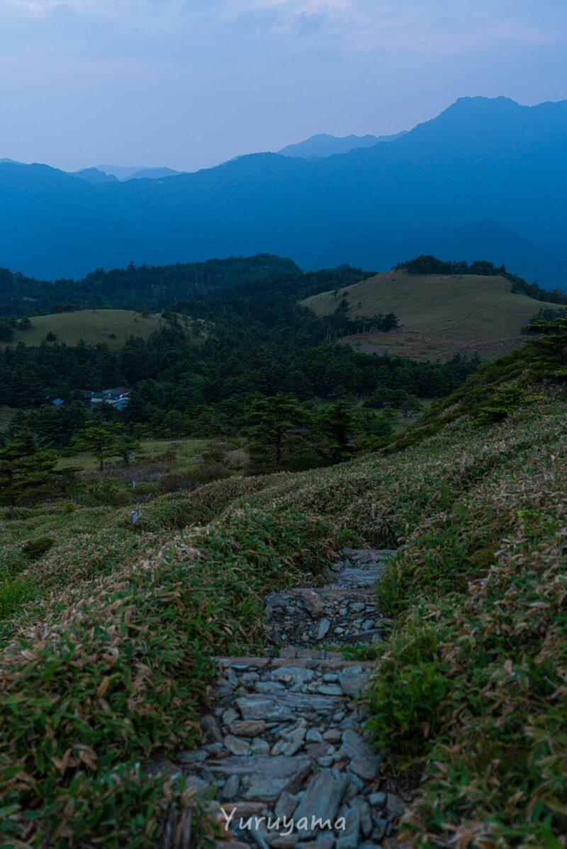 瓶ヶ森から石鎚山を臨む