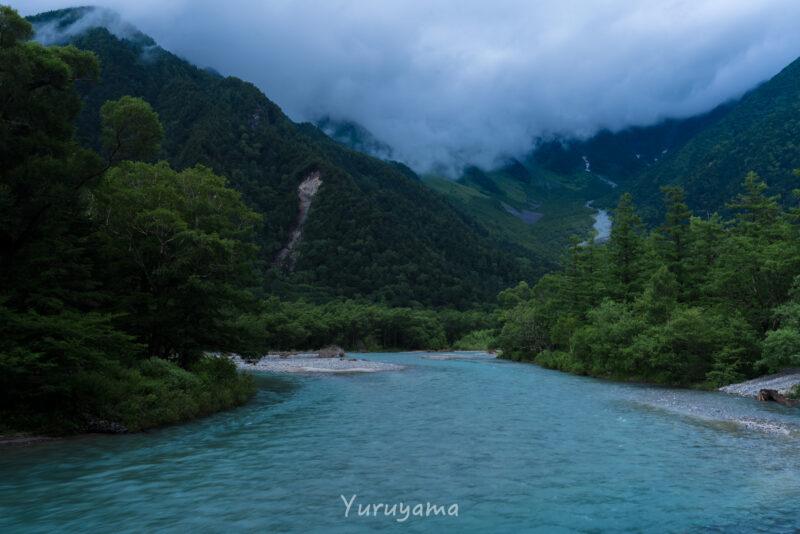 曇天の梓川