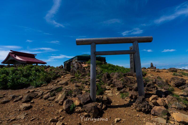 熊野岳の山頂にある熊野神社