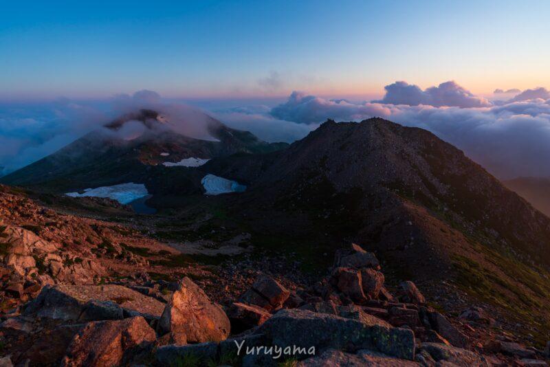 御前峰から見る白山の夜明け