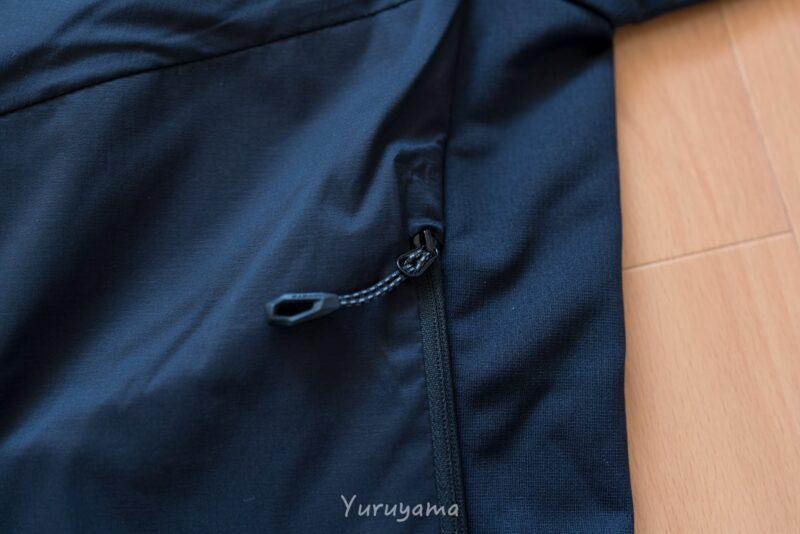 ライムライトインフレックスフーデッドジャケットの側面の画像