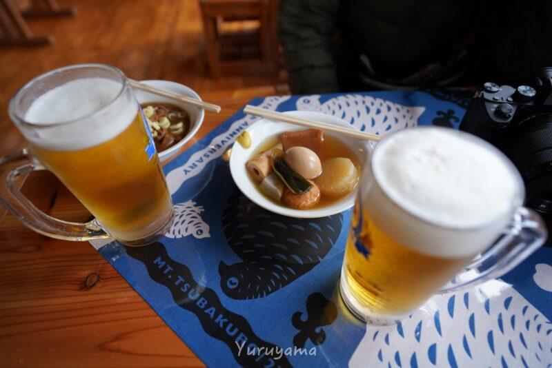 燕山荘のおでんと生ビールの画像