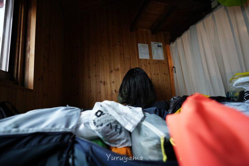 燕山荘の登山者の画像